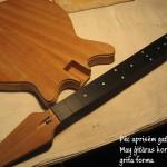 7. Pēc aprisēm gatava Brian May ģitāras korpusa un grifa forma - gitarspele.lv