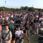 1000 mūziķu vienlaicīgi spēlē FOO FIGHTERS dziesmu, lai uzaicinātu grupu uzspēlēt – iespaidīgi!