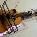 """Elektriskās ģitāras ar """"Arduino"""" kontrolieri"""